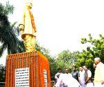 Ram Manohar Lohia's death anniversary - Nitish Kumar pays tributes