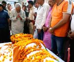 Nitish Kumar, Pappu Yadav pay tributes to Vashishtha Narayan Singh ahead of his last rites