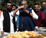 Bihar Dy CM relishes 'pani puri