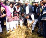 Bihar Dy CM at organic rice harvesting festival