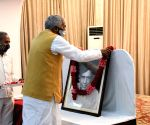 Bihar Governor Fagu Chauhan pays tributes to the great litterateur Phanishwar Nath Renu on his 100th birthday, at his official residence in Patna on Thursday 04th March, 2021.
