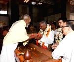 Bihar Governor visits Mahavir Temple