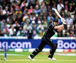 Neesham-de Grandhomme rescue act pushes Kiwis to 237/6