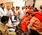 Amit Shah calls on Shivakumara Swamiji