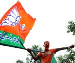 BJP makes big gains in Hyd polls, TRS falls short of majority(4th Ld)