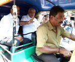 B S Yeddyurappa meets auto drivers