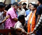 Mukul Roy, Kabir Suman meet medical students on hunger strike
