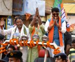 Kailash Vijayvargiya, Mukul Roy during election campaign
