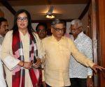BJP's Lok Sabha candidate Sumalatha Ambareesh meets S.M. Krishna