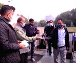 Vijay Goel, Pravesh Verma distribute face masks amid surging Covid-19 cases and deaths in the national capital