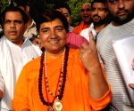 Bhopal Election Early Updates: BJP's Pragya Thakur leads for now