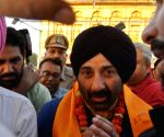 Sunny Deol visits Golden Temple