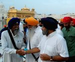 Arya Babbar paying obeisance at Golden Temple