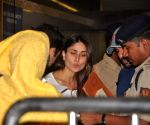 Saif Ali Khan and Kareena Kapoor snapped at the airport