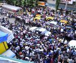 SRK promotes Chennai Express at Lawman store