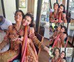 Kajol shares beautiful image with mother Tanuja