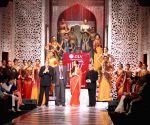 Sonam Kapoor at Grand Finale of IIJW 2013 - Grand Finale