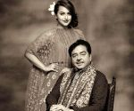 Bollywood celebs express love for dad on Father's Day 2021