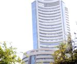 Sensex, Nifty slip on global sell-off; IT shares plunge