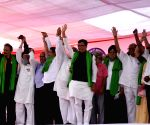 NCP leader Sharad Pawar and other  political party leaders, workers union leaders and farmerpresent at Azad Maidan