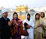 Anand Mahindra along with family members paying obeisance at Golden Temple