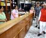 Khattar carries out surprise inspection of Haryana Civil Secretariat