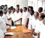 AIADMK-PMK sign electoral pact; PMK gets 7 LS seats