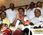 Vasan rebels, floats new party