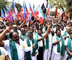 Farmers protesting against Karnataka government's dam schemes