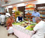 Shah enjoys meal at TN roadside eatery