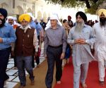 Chief of the Naval Staff Sunil Lanba at Golden temple