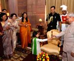 Children greet President Mukherjee on Diwali
