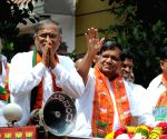 Jagadish Shetter campaigning for Suresh Kumar