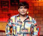 Maniesh Paul, Paritosh Tripathi to do comical B'wood game show