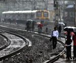 Electric battery theft derails Mumbai suburban services
