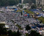H.D. Kumaraswamy's swearing-in ceremony - Supporters gather at Vidhana Soudha