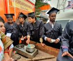 Congress activists sells pakodas, tea outside Ramlila maidan to mock BJP government
