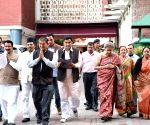 Congress delegation calls on EC