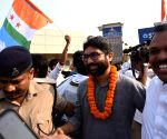 : Patna:Congress Leader Kanhaiya Kumar, Jignesh Mevani and Hardik Patel being welcome by supporters at Jai Prakash Narayan Airport