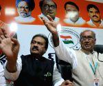 Digvijay Singh addresses a press conference on Telangana issue at Gandhi Bhavan