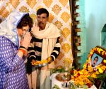 Priyanka Gandhi pays tribute to martyr Pradeep Kumar in UP