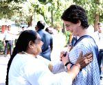 Rahul Gandhi, Manmohan Singh, Priyanka Gandhi attend prayer meeting at Gandhi Ashram
