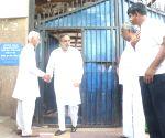 Senior Congress leaders meet Shivakumar in Tihar