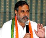 Cong dissenters take hardline stand, but party weakens