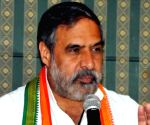 Congress on backfoot as Anand Sharma praises PM Modi