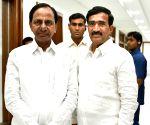 Vanteru Pratap Reddy meets KCR
