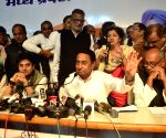 Kamal Nath stakes claim to form MP government
