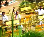 Karnataka floor test - Congress MLAs arrive at Vidhana Soudha