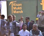 Rahul Gandhi participates in Kisan Mukti March