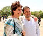 Rahul Gandhi, Priyanka Gandhi Vadra at Kanpur Airport